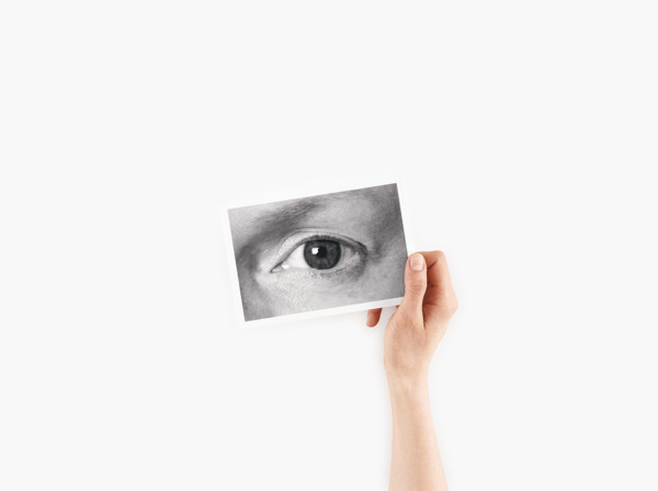 Anne Collier, Eye #1, 2014, C-print, 126.4 x 165.7 cm