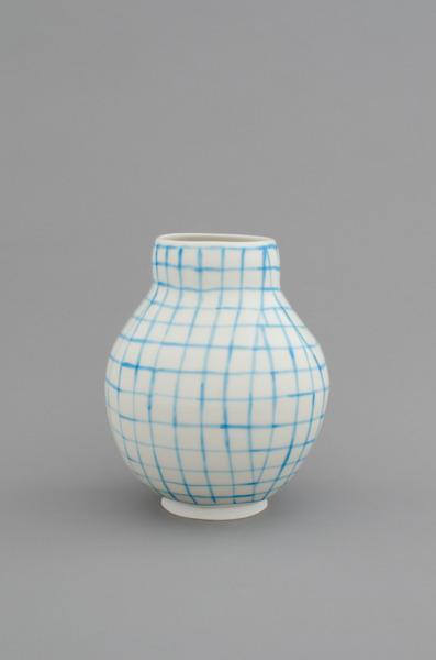 Shio Kusaka, (grid 29), 2012, Porcelain, 20.3 x 17.8 x 17.8 cm