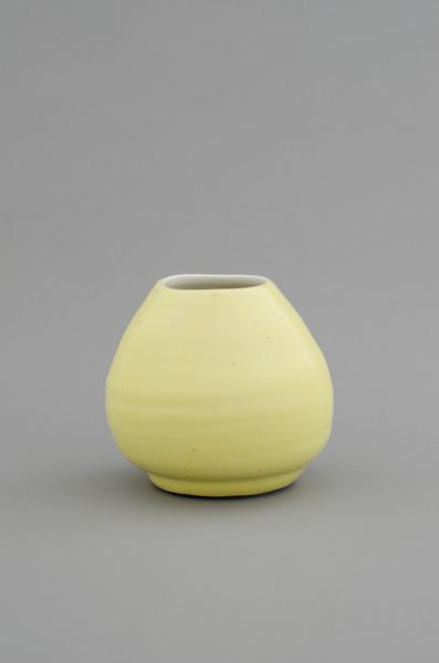 Shio Kusaka, (pot 6), 2012, Porcelain, 14.6 x 15.2 x 15.2 cm