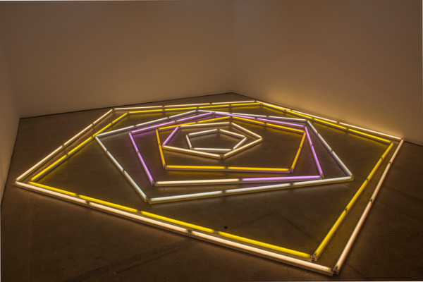 Mark Handforth, The Excentric Circle, 2015, Fluorescent lights, fixtures, colour gels, Dimensions variable