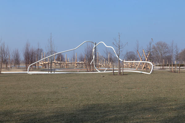 Mark Handforth, Yankee Hanger, 2013, Painted steel and aluminum, 1341.1 x 487.7 x 365.8 cm, Installation view 'Sidewalk Island', Governor's Island, New York, 2014