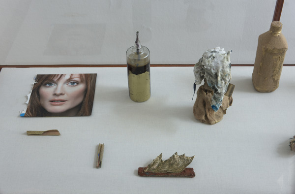 Hayley Tompkins, Supra, 2009, Mixed media in display cabinet, Seventeen pieces, 170 x 195 x 60.5 cm