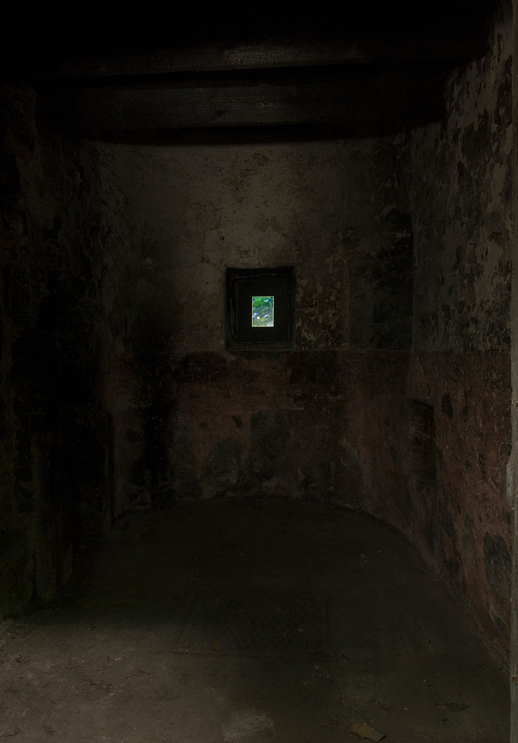 Richard Wright, No title, 2007, Etched handmade fused glass, 32 x 24 cm, Installation view, St Georges Well, 2007 (Commissioned for 'Jardins Publics', Edinburgh International Festival)