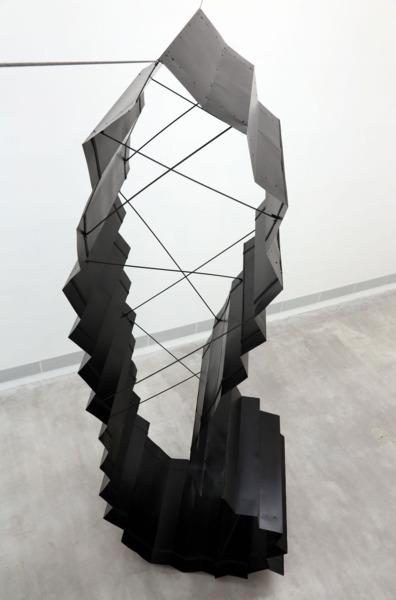 Katja Strunz, Tellurischer Riemen, 2013, Steel, lacquer, 800 x 250 x 400 cm