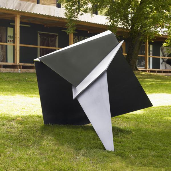 Katja Strunz, Einfalt und Ort, 2010, Steel, paint, 174.7 x 229.5 x 197 cm
