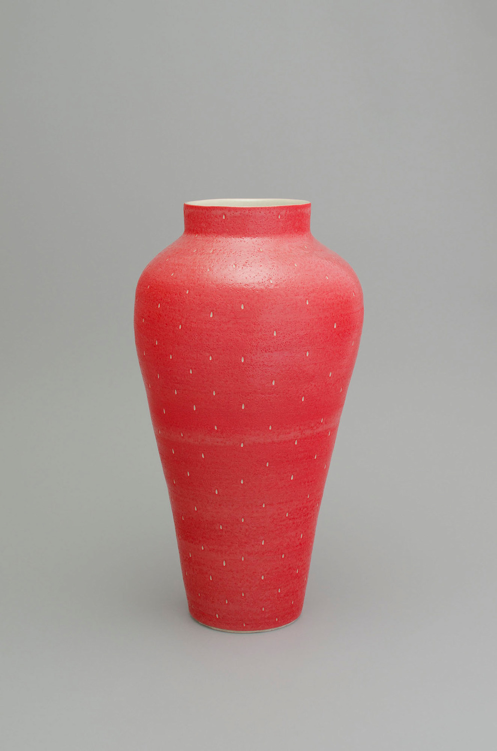Shio Kusaka, (strawberry 40), 2015, Stoneware, 66.8 x 35.6 x 35.6 cm