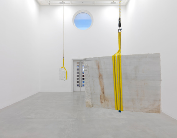 Simon  Starling, The Long Ton, 2009, 1 Chinese marble block, 1 Carrara marble block, pulleys system, clamps, rope, shackles, Chinese marble block: 90 x 120 x 50 cm, Carrara marble block: 59 x 74 x 31 cm, Installed dimensions variable