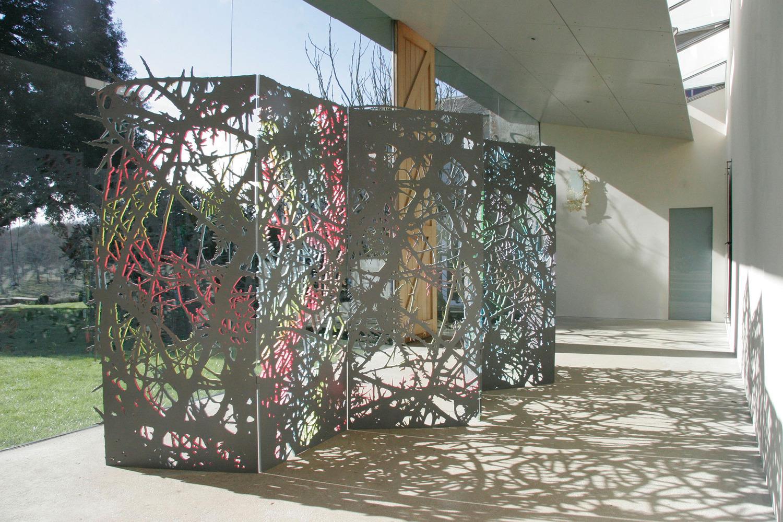 Zigzag Wanderer, 2015, Cut steel, paint, lacquer, 180 x 480 x 1.2 cm