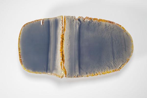 Liz Larner, xiii (caesura), 2014- 2015, Ceramic, epoxy, pigment, 49.5 x 100.3 x 28.6 cm