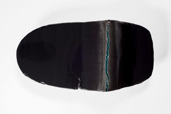 Liz Larner, xi (caesura), 2014- 2015, Ceramic, epoxy, pigment, oil paint, 44.5 x 91.4 x 29.2 cm