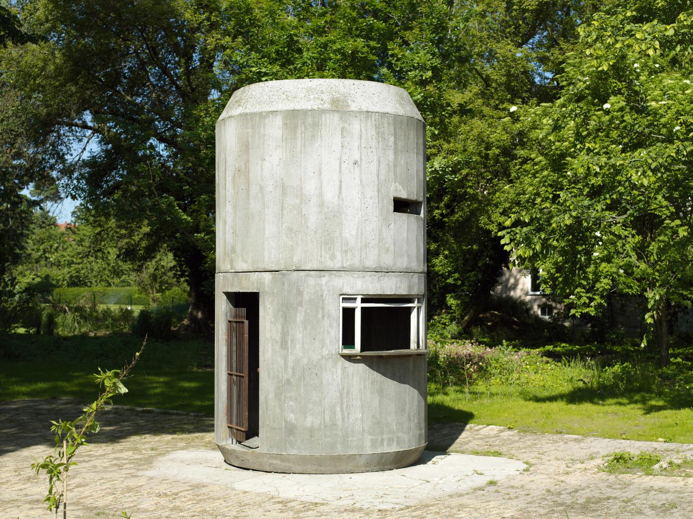 Parkdose, 2000-2001, Concrete, Wood, 410 cm x 230 cm diameter