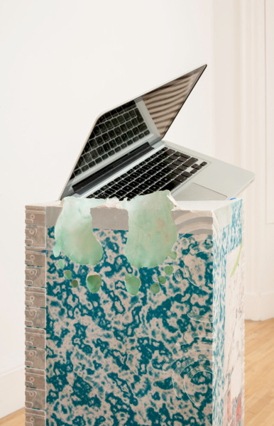 Alex Dordoy, Congsumer (MacBook Pro), 2014 (detail), Jesmonite, fibreglass, toner transfer, oil, MacBook Pro, 155 x 36 x 31 cm, Installation view, 'persistencebeatsresistance', Inverleith House, Edinburgh, 2014