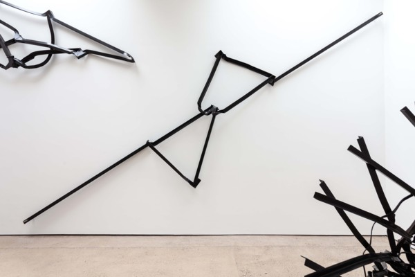 Cross Brace, 2019, Steel, paint, 109 x 370 x 22 cm
