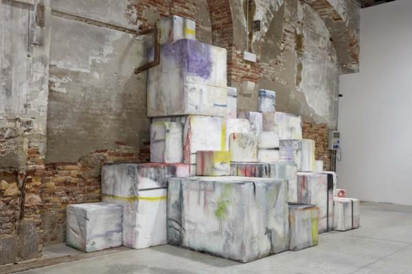 Amphi, 2019, Resin, fibre glass, wood, spray paint, Dimensions variable