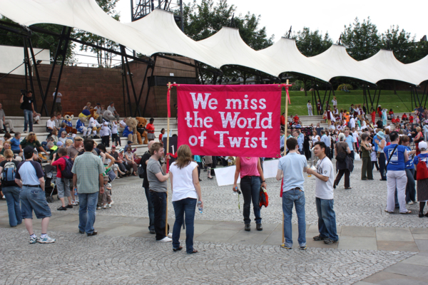 We miss the world of Twist, 2009, Banner made by Ed Hall, 120 x 200 cm, 47.2 x 78.7 in