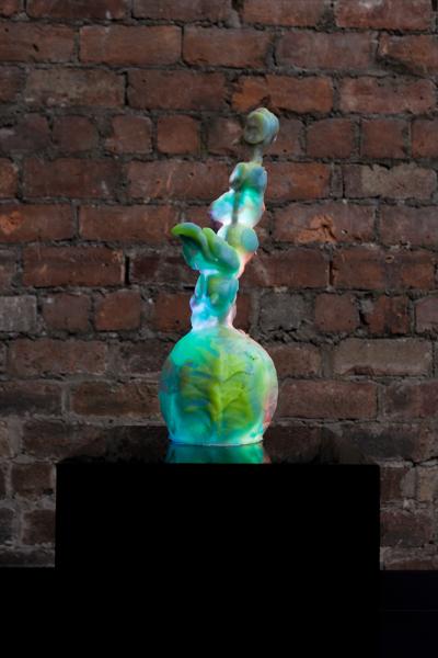 Perplex Shake, 2020, Resin, pigment, LED, perspex, Sculpture: 40 x 15 x 14 cm, Plinth: 30 x 30 x 30 cm